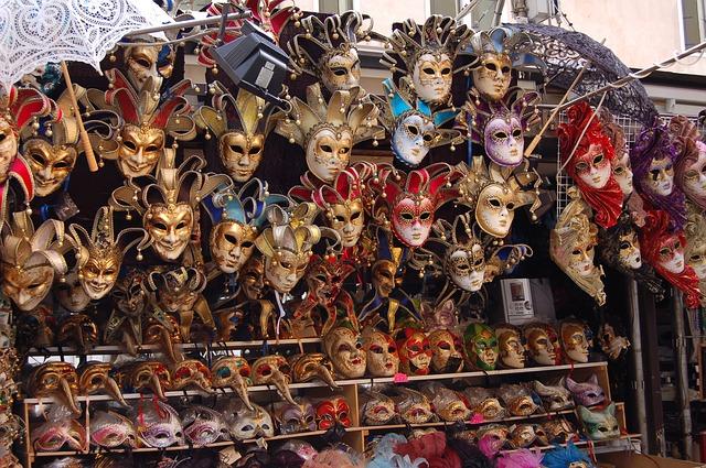 Až pojedete do Benátek na karneval, nezapomeňte si koupit masku